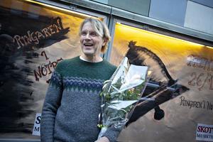 Nyss hemkommen från Paris överraskades Kalle Zerpe, skådespelare vid Skottes Musikteater, med Gefle Dagblads kulturpris.