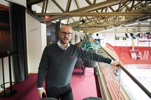 Jörgen Wahlberg, klubbchef, uppe på en annan nyrenoverad del av NHK Arena, balkongen där Rinkside Club håller till.