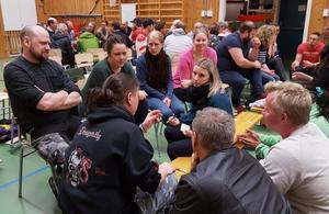 Med fokus på att hitta möjligheter jobbade deltagarna i mindre diskussionsgrupper. (foto: Marko Pulkkinen)