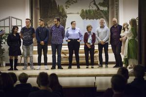 Förutom skådespelarna tackades även filmteamet, statister och extra kursledare som hjälpt projektet med sminkning och stage-fight.