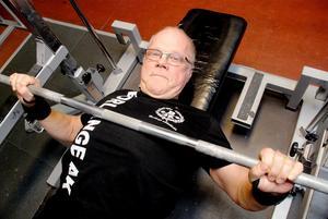 Calle har genetiska förutsättningar för tyngdlyftning och hans far Martin var en framgågsrik tyngdlyftare.