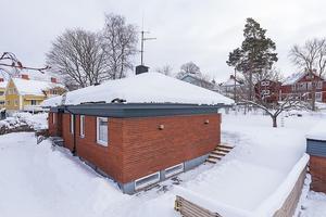 Fantastisk enplansvilla med källare, dubbelgarage och altan med pool. På andra plats över mest klickade objekt i Dalarna.Foto: SkandiaMäklarna