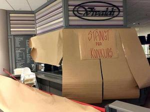 Restaurangen efter konkursen. Men snart kan kartongen plockas bort igen. Vivaldi öppnas snart på nytt.