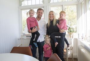 Viktor och Pernilla med barnen Florence, Dagny och Angcelo.
