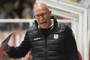 – Det är klart att det är farligt om man faller in i en vana att hela tiden spela i motståndarnas tempo, säger Fredrik Andersson om Timrås dåliga form.