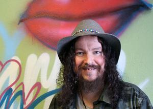 Charlie Granberg är konstnären och musikern som vill göra Ljusdal till världens största konstutställning.