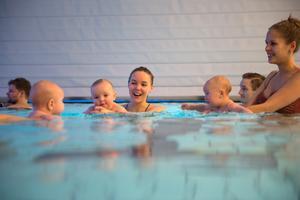 Till vänster: Bebisen Eli. I mitten: Mamma Erika Östlund med dottern Vera. Till höger: Caroline Sundelin med dottern Majken.