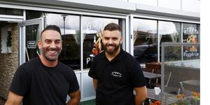 Toni Varli, till vänster, nekar till ryktena om att Goggos ska säljas. Till höger David Varli.