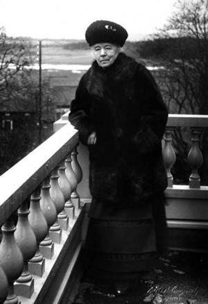 """Selma Lagerlöf, 71 år, 1929. Hennes senaste roman, """"Anna Svärd"""", har sålt  i 20 000 exemplar och handlar om en hårt arbetande kvinna som själv väljer det ensamma livet med sitt barn. Hon förverkligar drömmen om en egen liten gård.Foto: Scanpix"""