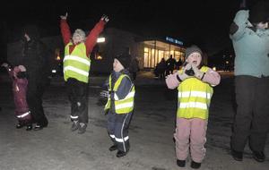 Julgransplundringen avslutades med att barnen skickade iväg en raket.