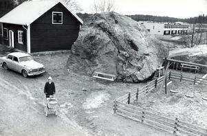 200-årig lekstuga på Bäckby, fotograferat i mars 1976.