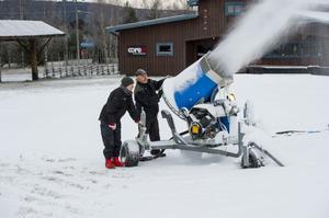 Björn Bergström och Tommy Nordlund är tacksamma för minusgrader och ser fram emot att kunna öppna i god tid före jul.