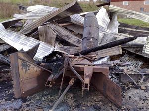 Verkstads- och maskinhallen gick inte att rädda i Bleckåsen.
