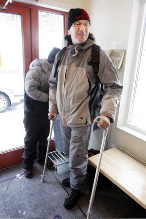 Carsten Jensens första sportlovsdag slutade med ett skadat knä. Men det gör inte så mycket, vi har ju semester, säger han med ett leende.