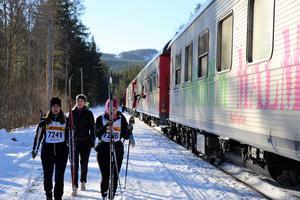 Några av åkarna, som tog tåget till starten i Oxberg