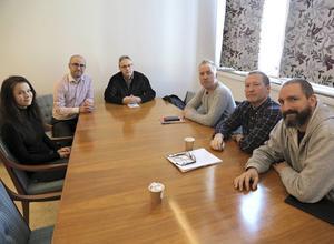 Moa Eriksson, Peyman Vahedi, Torbjörn Norell, Stefan Hopstadius, verktygsmakare vid Elpress och elevansvarig, Göran Freed och Jon Björkman diskuterade Moas lärlingsanställning.