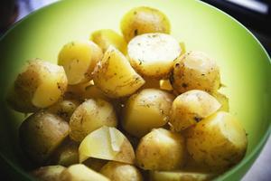 – Jag brukar linda in fisk i folie med lök och kryddor, och sen lägga dem på grillen. Så äter vi potatis till. Det blir jättegott, säger Ing-Marie Ryman.