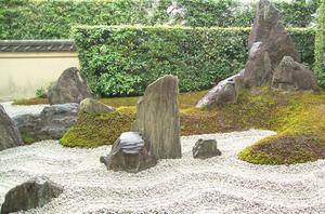 Japanskt. Stenträdgården Daitokuji i Kyoto.
