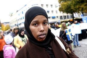 TÄLTPROTEST. Nu planerar somaliska organisationer i Sverige en tältprotest utanför riksdagen mot passreglerna som gör det omöjligt för somalier att återförenas med sina familjer. Naimo Ali Hussein är kontaktperson för somaliska kvinnoföreningen i Gävle.