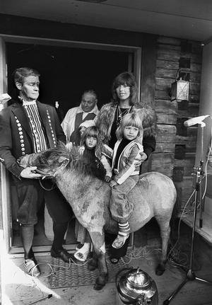 Lill Babs döper en åsna på Jössebo.