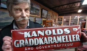 Auktionisten Peter Ericsson har fyllt auktionshallen på Anneforsvägen i Bollnäs med kvalitetsföremål från Hälsingland inför helgens auktion.