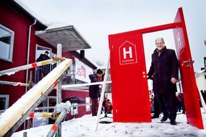 Bostadsminister Stefan Attefall invidgde det nya seniorboendet i Iggesund.