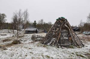 I gamla tider var Hosjöbottnarna ett sameviste som låg centralt till för rennäringen. I dag finns här sex fasta hushåll men med tryggad elförsörjning skulle byn växa, det är byborna övertygade om.
