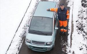 Verkstadsräkningen 61,,000 kronor tvingade Esbjörn Andersson till banklån för att kunna betala, när försäkringen inte tycks gälla motorhaveri. FOTO BOO ERICSSON