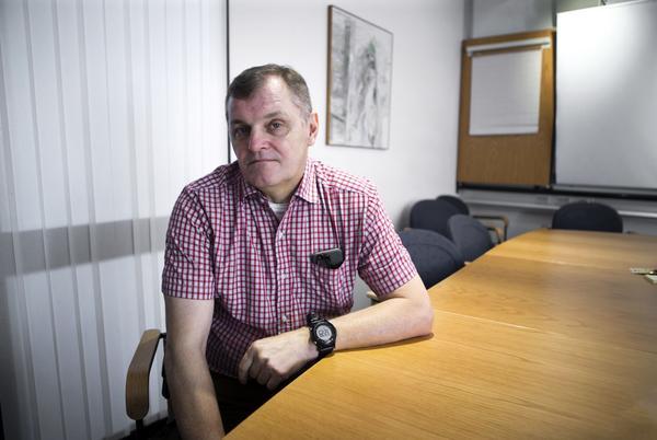 Kommisarie Per-Erik Lundberg, tidigare närpolischef i Köping och nu narkotikapolis i länet, var med vid nattens händelser i Köping. Hans teori är att männen överdoserat i tron att de använt en annan sorts narkotika än den de faktiskt fick i sig.