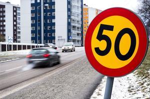 Den nya hastighetsplanen tas beslut om framåt våren – och sedan blir det till att sänka hastigheten på de flesta vägar och gator i kommunens tätorter.