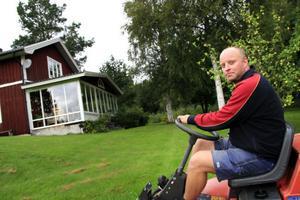 Michael Högdahl är en av fastighetsägarna i Nordanstig som riskerar att få höjd fastighetsskatt genom det nya förslaget.