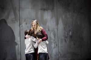 Emma Vetter ser Medea som en stark och klarttänkt kvinna som ställs inför det hon inte klarar av: sig själv och sin egen desperation.