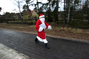 Tomten lär få traska fram i gröngräset i stället för i snön på julafton. Julen blir nämligen mild i hela Västernorrland.