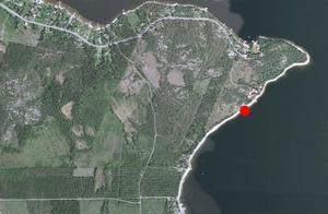 Motorbåten med fyra personer ombord var på väg mot Gullvik. Men omkring en halv kilometer efter att den rundat Hörnskatan tog färden slut.