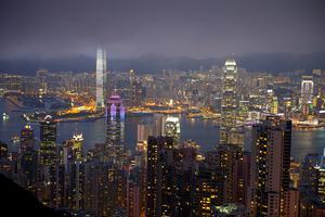 Hongkong från klassiska utsiktpunkten Victoria Peak. Runt om i staden döljer sig topprestauranger som är svåra att hitta.
