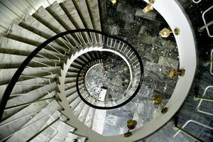 Snurr. Den vackra spiraltrappan i kontorsbyggnaden är en av anledningarna till att stadsantikvarien vill att byggnaden bevaras.
