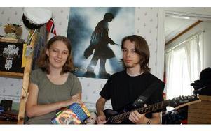 Anna och Erik Fahlén är uppvuxna i Bäsna. Han läser på KTH och hon ska börja plugga ekonomi och kultur på högskolan. Båda är tokiga i Harry Potter och har ett eget Wizard Rock-band. Ikväll arrangerar de en konsert med det amerikanska bandet Harry and the