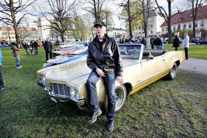 Ola Dahllund från Gävle har haft sin Oldsmobil i fyra år.Tjusningen med Cruisingär att man får åka och visa bilen och titta på andra. Man får inspiration.