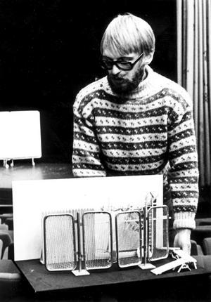 Regissören Riber Björkman lämnade Norrköping och blev den förste teaterchefen i Västernorrland. Med honom följde en rad etablerade skådespelare.