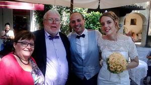 Makarna Andersson och makarna Simonetti, på ett somrigt, italienskt bröllop.
