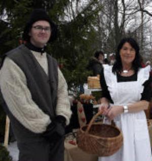 Marknadsgeneral Torbjörn Borg och ägarinnan av Idyllens Världshus Gördis Brandt kunde nöjt konstatera att det var mycket folk som  hittat till årets julmarknad.