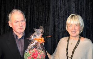 Amatörtränaren Michael von Krusenstierna vann fyra priser. Här ser vi honom med prisutdelaren Anci Strömlund.