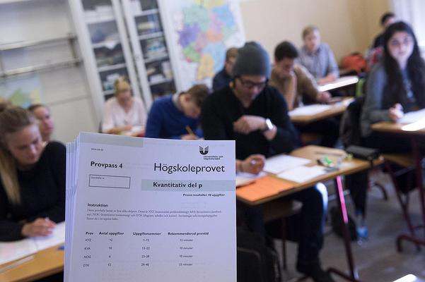 Den yngsta anmälaren tillhöstens högskoleprov är född år 2006, medan den äldsta är född år 1937. Foto: Bertil Enevåg Ericson / TT