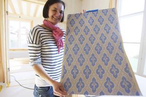 Den gamla tapeten som Karin Li och hennes man hittade längst in, bakom lager av senare tapeter, tillverkas numera på nytt.