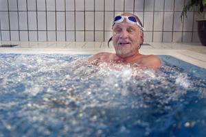 Åke Aurosell har besökt badhuset två gånger i veckan ända sedan det byggdes.