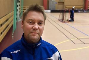 H/B:s nye damtränare Johnny Olofsson tror på en lika kul som fartfylld säsong för sitt lag.