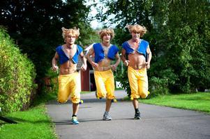 Kalle, Adam och Janne Diffner sprang maratonloppet Médoc i nästan 40 graders värme. Ändå lyckades de med målsättningen att gå på händer i mål.