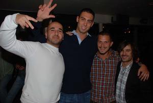 Blue Moon Bar. Zana, Mike the Swimmer, Fredda och Igor