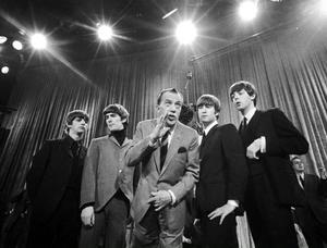 På söndag är det 50 år sedan bilden togs vid Beatles första framträdande i The Ed Sullivan Show och amerikansk tv.