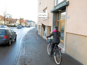 Inga gående i sikte. Vasagatan saknar cykelbana på västra sidan.Foto: Yngve Fredriksson